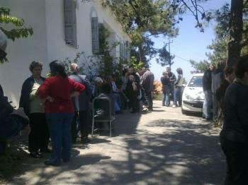 Στο δρόμο οι ηλικιωμένοι - απολύονται εργαζόμενοι